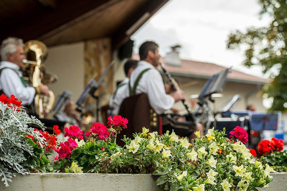 Volksfest in Natz im Sommer