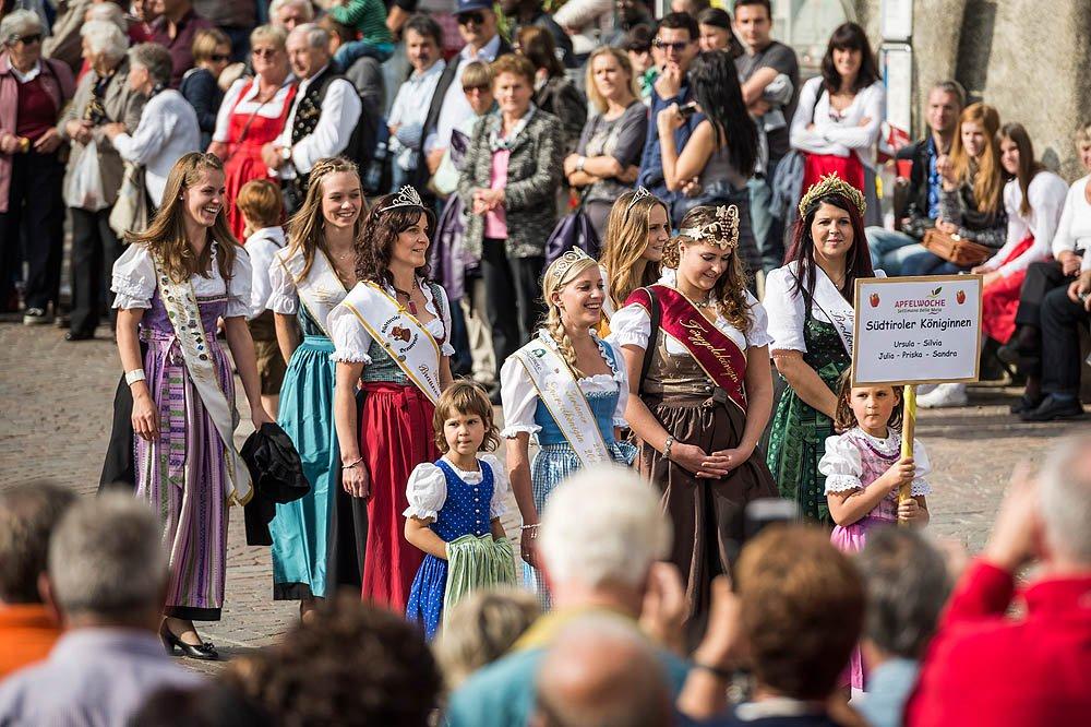 How does the village of Natz celebrate the harvest season